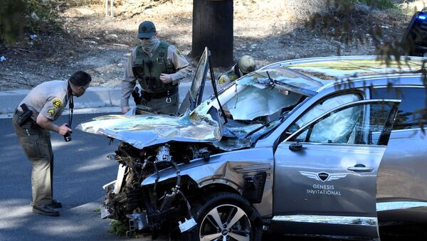 Los Angeles County Sheriff's Deputies inspect the vehicle of golfer Tiger Woods, who was rushed to hospital after suffering multiple injuries, after it was involved in a single-vehicle accident in Los Angeles, California, U.S. February 23, 2021 - Sputnik International