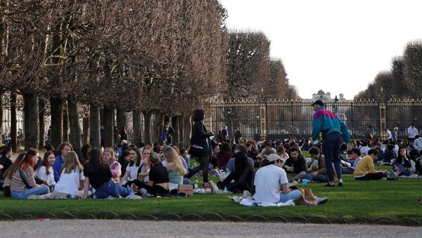 People enjoy a sunny and warm weather at the Luxembourg Gardens in Paris amid the coronavirus disease (COVID-19) outbreak in France on 24 February 2021.  - Sputnik International