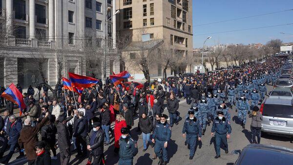 People attend an opposition demonstration to demand the resignation of Armenian Prime Minister Nikol Pashinyan in Yerevan, Armenia February 26, 2021 - Sputnik International