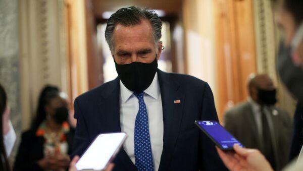 U.S. Senator Mitt Romney (R-UT) speaks with reporters about potential efforts to raise the minimum wage at the U.S. Capitol in Washington, U.S., March 1, 2021 - Sputnik International
