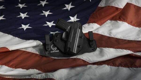 Concealed carry, US flag, pistol  - Sputnik International