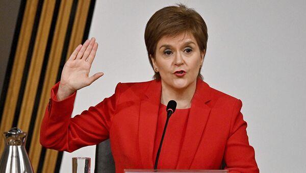 Nicola Sturgeon gives evidence to a Scottish Parliament committee - Sputnik International