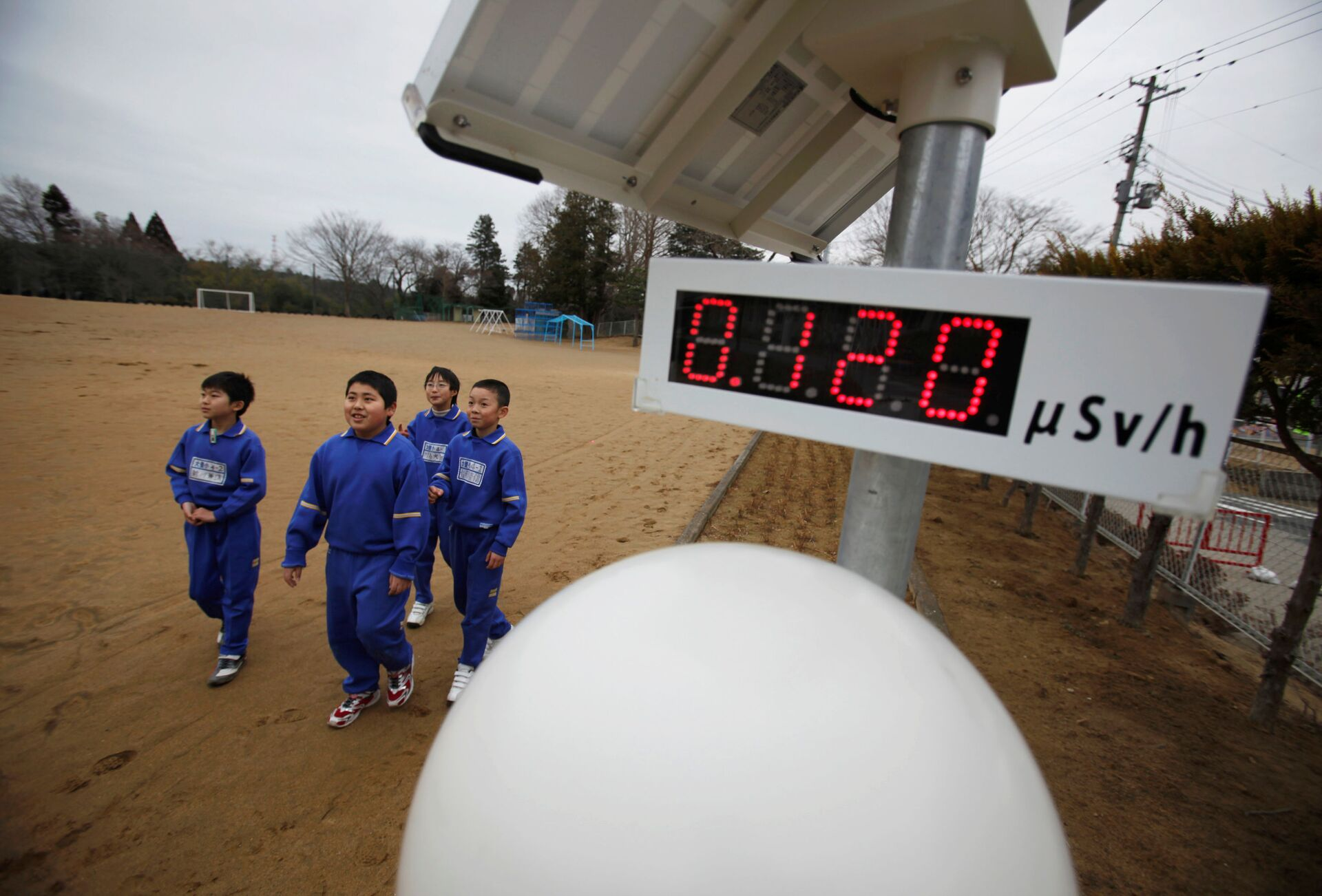 Ten Years After Freak Tsunami Caused Fukushima Disaster, Why Is Japan Sticking With Nuclear Energy? - Sputnik International, 1920, 11.03.2021