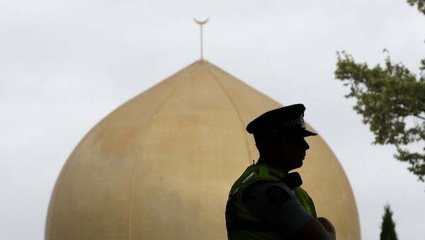 A police officer stands in a park near the Al Noor mosque in Christchurch, New Zealand, Sunday, March 15, 2020 - Sputnik International