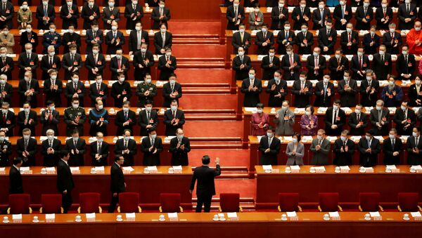 Chinese President Xi Jinping waves as he arrives for the opening session of the Chinese People's Political Consultative Conference (CPPCC) - Sputnik International