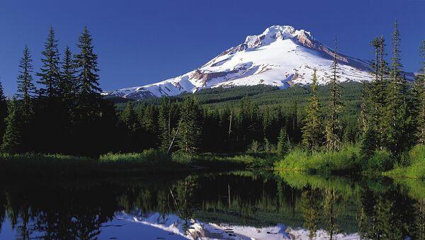 Mount Hood reflected in Mirror Lake, Oregon - Sputnik International