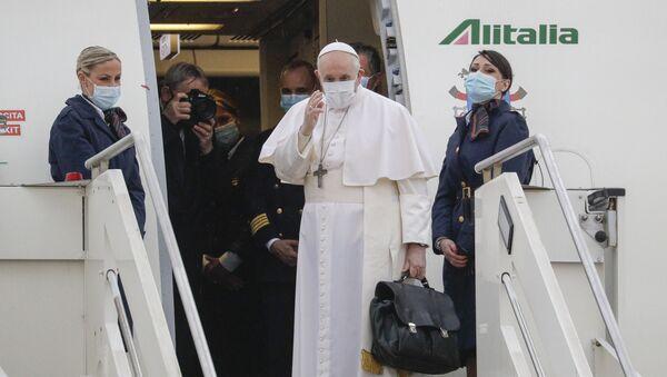 Pope Francis prepares to leave from Fiumicino's Leonardo da Vinci International airport near Rome, for Baghdad, Iraq, Friday, 5 March 2021. - Sputnik International