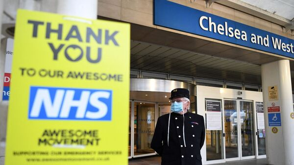 A veteran wearing a Royal Hospital Chelsea hat, and in PPE (personal protective equipment) of a face mask, as a precautionary measure against COVID-19, stands outside the Chelsea and Westminster Hospital in London  - Sputnik International