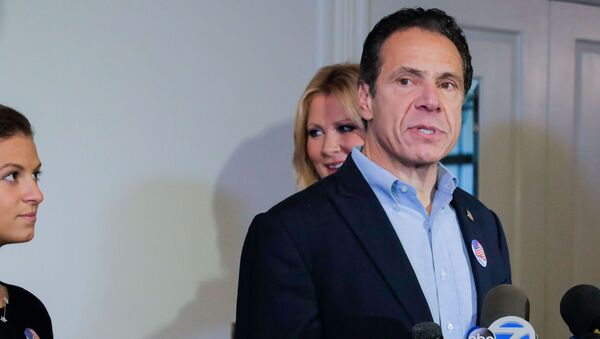 Democratic New York Governor Andrew Cuomo speaks at a news conference after voting in the midterm elections, standing with his daughter, Cara Kennedy Cuomo and girlfriend Sandra Lee, at Mt. Kisco, New York, U.S., November 6, 2018.  - Sputnik International