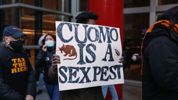 Demonstrators gather outside the New York Governor Andrew Cuomo's office calling for his resignation, in the Manhattan borough of New York - Sputnik International