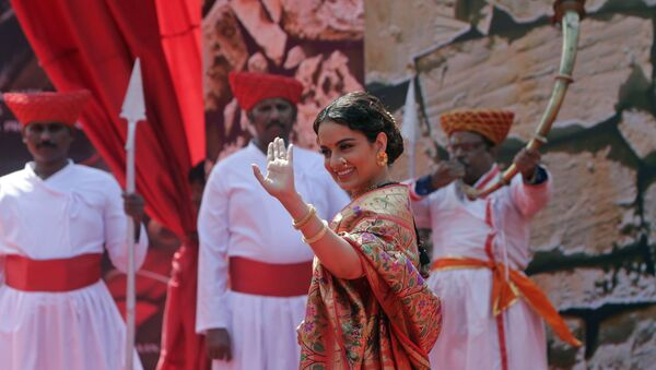 Bollywood actress Kangana Ranaut waves to the gathering during the trailer launch of her movie Manikarnika- The Queen of Jhansi in Mumbai, India, Tuesday, Dec.18, 2018.  - Sputnik International
