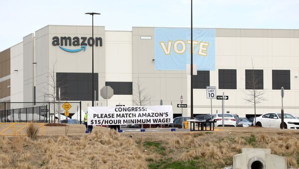 Banners are placed at the Amazon facility as members of a congressional delegation arrive to show their support for workers who will vote on whether to unionize, in Bessemer, Alabama, U.S. March 5, 2021. - Sputnik International