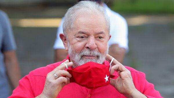 FILE PHOTO: Former Brazil's President Luiz Inacio Lula da Silva puts on a face mask after voting at a polling station during the municipal elections in Sao Bernardo do Campo, Brazil, November 15, 2020. - Sputnik International