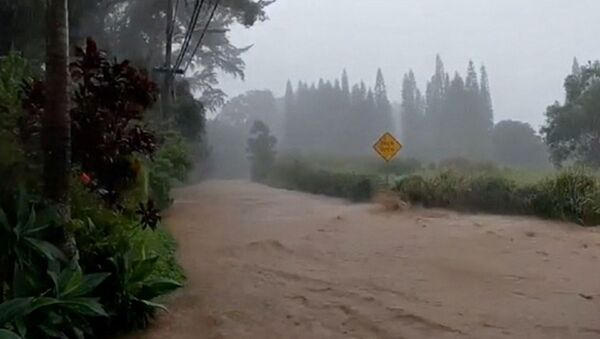 A flooded road is seen near the breached Kaupakalua dam, in Haiku on Maui, Hawaii, U.S. March 8, 2021 in this still image from social media video - Sputnik International