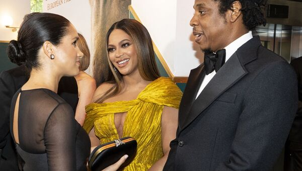 Britain's Meghan, Duchess of Sussex (L) meets cast and crew, including US singer-songwriter Beyoncé (C) and her husband, US rapper Jay-Z (R) as she attends the European premiere of the film The Lion King in London on July 14, 2019. - Sputnik International