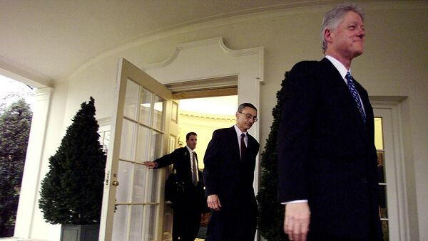 Former US President Bill Clinton (R), with his Chief of Staff John Podesta (C) and his aid Doug Band (L), leaves the Oval Office of the White House for the last time 20 January, 2001, in Washington - Sputnik International