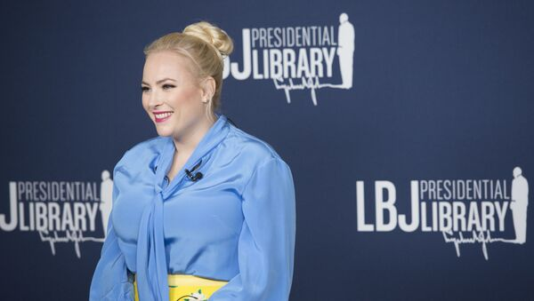 Meghan McCain answers questions for Austin media before the event. - Sputnik International