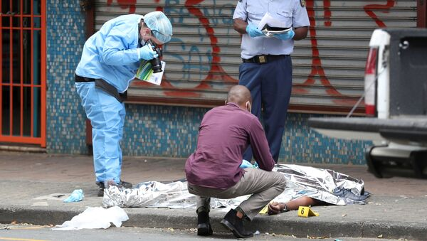 Investigators photograph the body of a victim who was allegedly shot by police during student protests in Braamfontein - Sputnik International