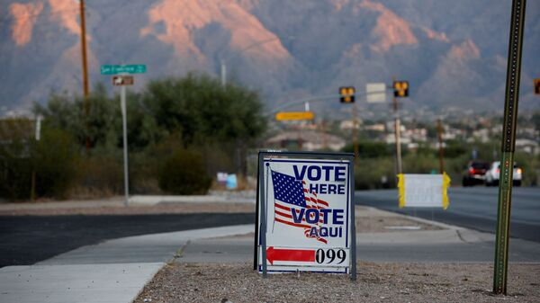 Sign directs voters to a polling station on Election Day in Tucson, Arizona, U.S. November 3, 2020 - Sputnik International