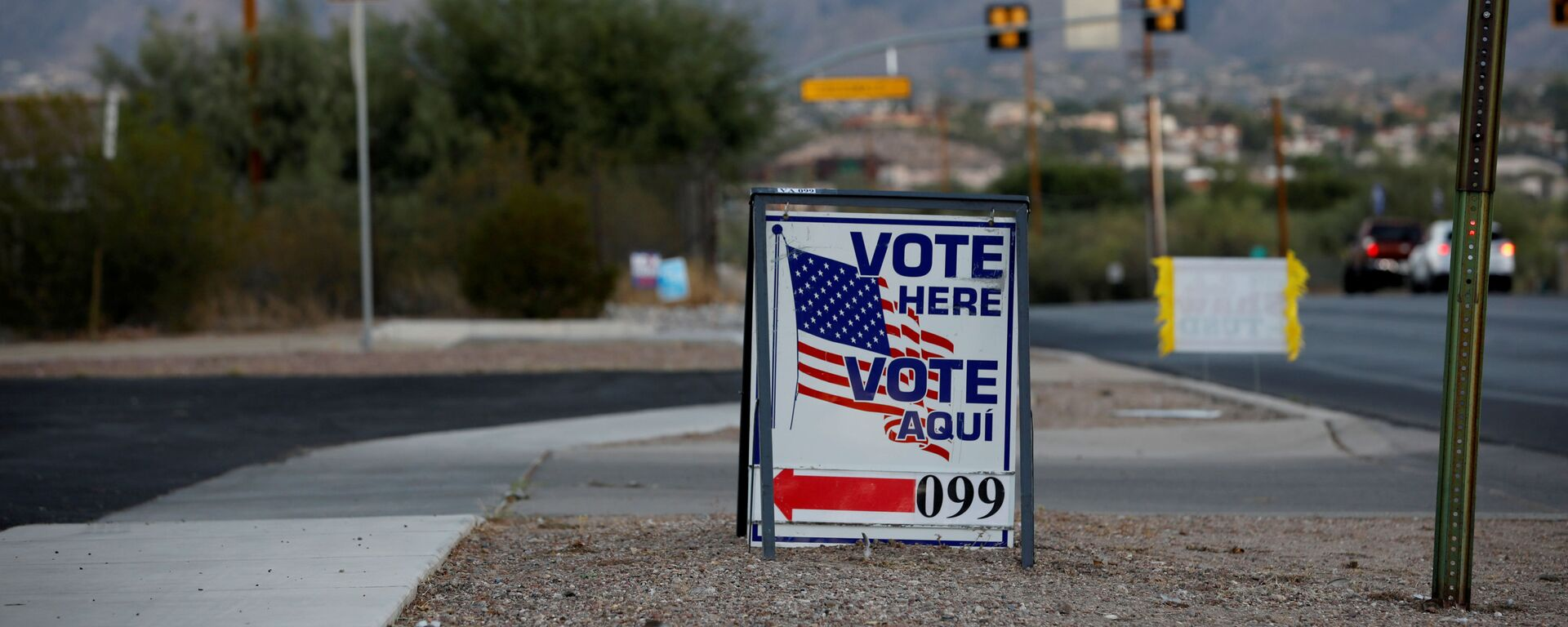 Sign directs voters to a polling station on Election Day in Tucson, Arizona, U.S. November 3, 2020 - Sputnik International, 1920, 07.10.2021