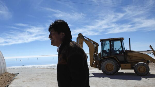 Bolivia's President Evo Morales tours a semi-industrial plant to produce potassium chloride, used to manufacture batteries based on lithium, after its opening ceremony at the Uyuni salt desert, outskirts of Llipi, Bolivia, Thursday, Aug. 9, 2012. The salt flats of Uyuni have triggered international interest among energy companies due to its lithium reserves.  - Sputnik International