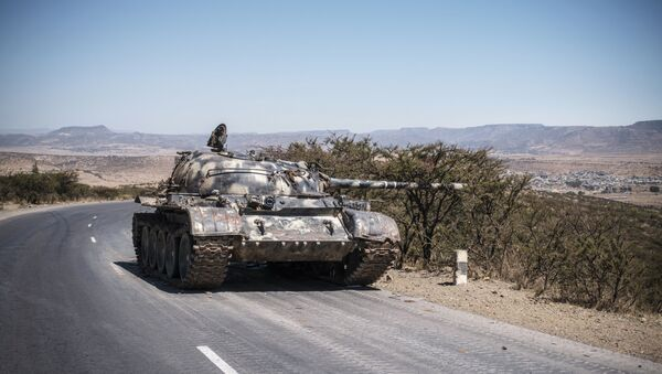 A damaged Ethiopian tank sits by the roadside in Tigray, close to the border with Sudan - Sputnik International