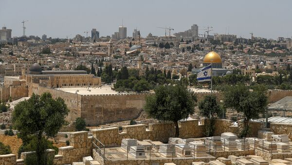 This picture taken on July 30, 2020 from the Mount of the Olives shows a view of an Israeli flag flying in Jerusalem with the Dome of the Rock seen in the background - Sputnik International