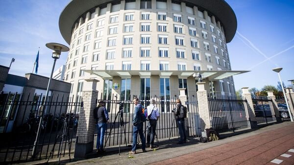 Journalists wait at the entrance of the headquarters of the Organisation for the Prohibition of Chemical Weapons (OPCW) in The Hague, The Netherlands, on April 18, 2018. - Sputnik International