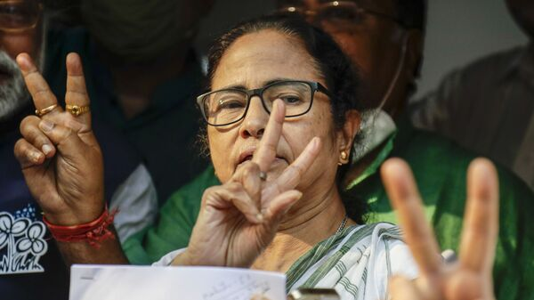 Chief Minister of West Bengal state and leader of the Trinamool Congress party, Mamata Banerjee, indicates the V for victory symbol as the names of the party's candidates are declared for the upcoming legislative assembly elections in Kolkata, India, Friday, 5 March 2021.  - Sputnik International
