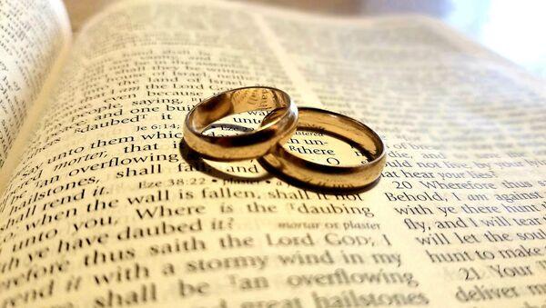 Bible, wedding bands  - Sputnik International