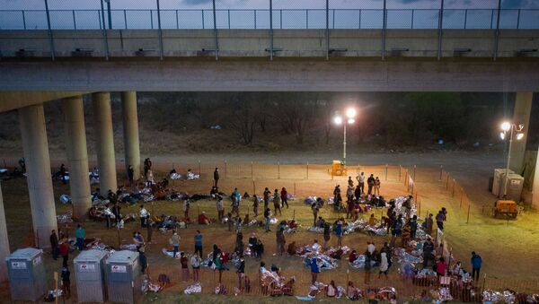Asylum seeking migrant families and unaccompanied minors from Central America take refuge in a makeshift U.S. Customs and Border Protection processing center under the Anzalduas International Bridge after crossing the Rio Grande river into the United States from Mexico in Granjeno, Texas, U.S., March 12, 2021. REUTERS/Adrees Latif/File Photo - Sputnik International