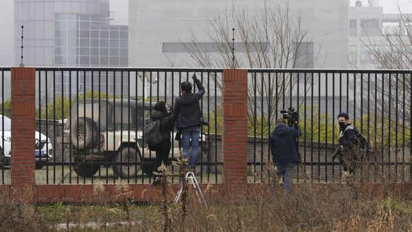 Journalists gather near an electric fence looking into the P4 Lab in the Wuhan Institute of Virology as the World Health Organization team visit on a field trip in Wuhan in China's Hubei province on Wednesday, Feb. 3, 2021 - Sputnik International