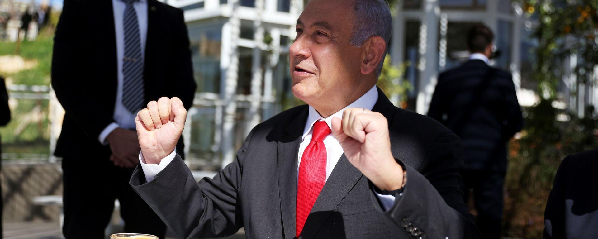 Israel Prime Minister, Benjamin Netanyahu gestures as he sits in a cafe while Israel further eases coronavirus disease (COVID-19) restrictions in Jerusalem March 7, 2021 - Sputnik International, 1920, 01.09.2021