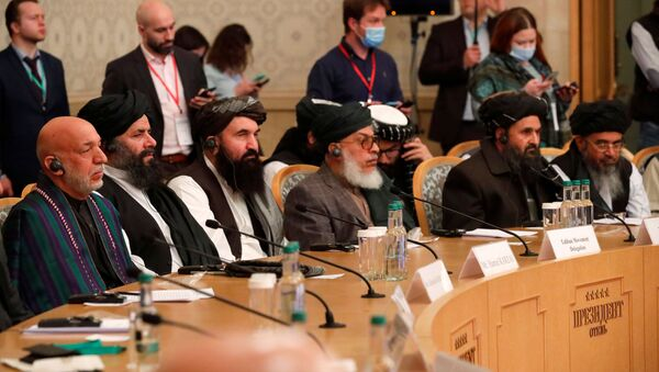 Officials, including Afghan former President Hamid Karzai and the Taliban's deputy leader and negotiator Mullah Abdul Ghani Baradar, attend the Afghan peace conference in Moscow, Russia, 18 March 2021. Alexander Zemlianichenko/Pool via REUTERS - Sputnik International