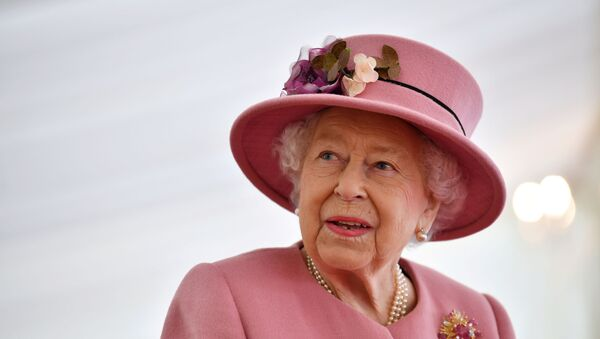Britain's Queen Elizabeth speaks with staff during a visit to the Defence Science and Technology Laboratory at Porton Science Park near Salisbury, Britain October 15, 2020. - Sputnik International
