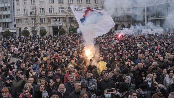 People take part in a protest against the coronavirus disease (COVID-19) measures in Belgrade, Serbia, March 20, 2021. - Sputnik International