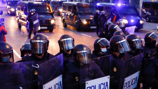 Police officers stand in formation during a protest in support of Catalan rap singer Pablo Hasel in Madrid, Spain, March 20, 2021. - Sputnik International