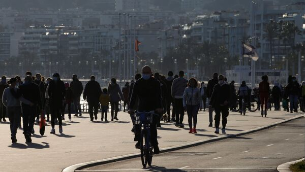 People walk and cycle on the Promenade des Anglais in Nice, as France's 16 hardest-hit departments go into a new month-long lockdown imposed to slow the rate of the coronavirus disease (COVID-19) contagion, France March 20, 2021. - Sputnik International