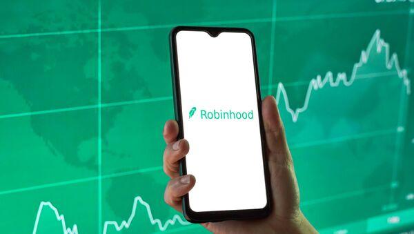 Robinhood financial investing app on a mobile device - Sputnik International