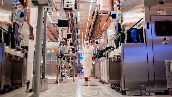 Intel's Fab 32 - Sputnik International