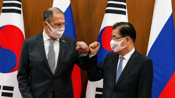 Russian Foreign Minister Sergei Lavrov (L) bumps elbows with his South Korean counterpart Chung Eui-yong before their meeting at the foreign ministry in Seoul, South Korea, March 25, 2021 - Sputnik International