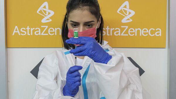 A nurse fills a syringe with a dose of the AstraZeneca vaccine against the coronavirus disease (COVID-19) - Sputnik International