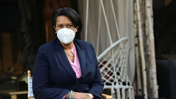 Washington Mayor Muriel Bowser takes part in a discussion about the effects of the COVID-19 coronavirus disease pandemic on workers during a visit to Hook Hall Helps, a COVID-19 relief effort that organizes and distributes prepared meals and care kits to local hospitality workers whose jobs have been impacted by pandemic-related shutdowns and restrictions, in Washington, U.S., March 8, 2021.  - Sputnik International