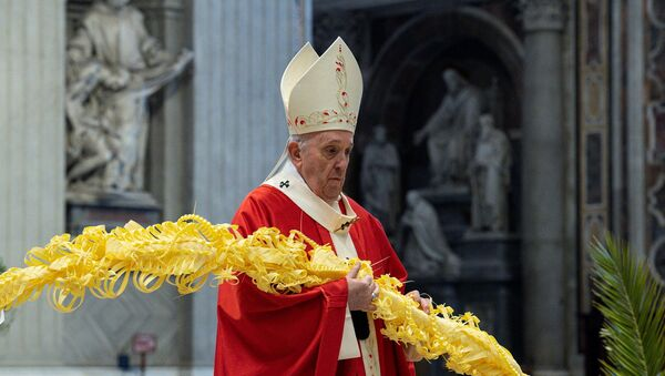 Pope Francis holds mass on Palm Sunday at the Vatican with a limited number of attendees as strict COVID-19 restrictions remain in place over the Easter period, in St. Peter's Basilica at the Vatican, 28 March 2021 - Sputnik International