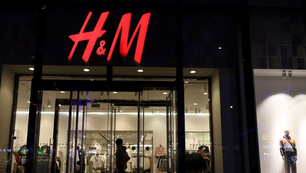 A woman enters a store of the Swedish fashion retailer H&M at a shopping mall in Beijing, China March 24, 2021 - Sputnik International