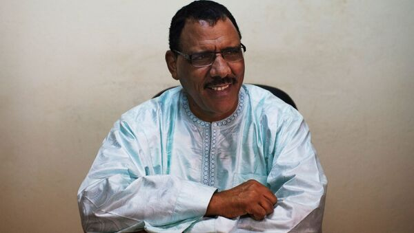 Niger's Foreign Minister Mohamed Bazoum sits at his desk at his political party headquarters in Niamey, September 14, 2013. - Sputnik International