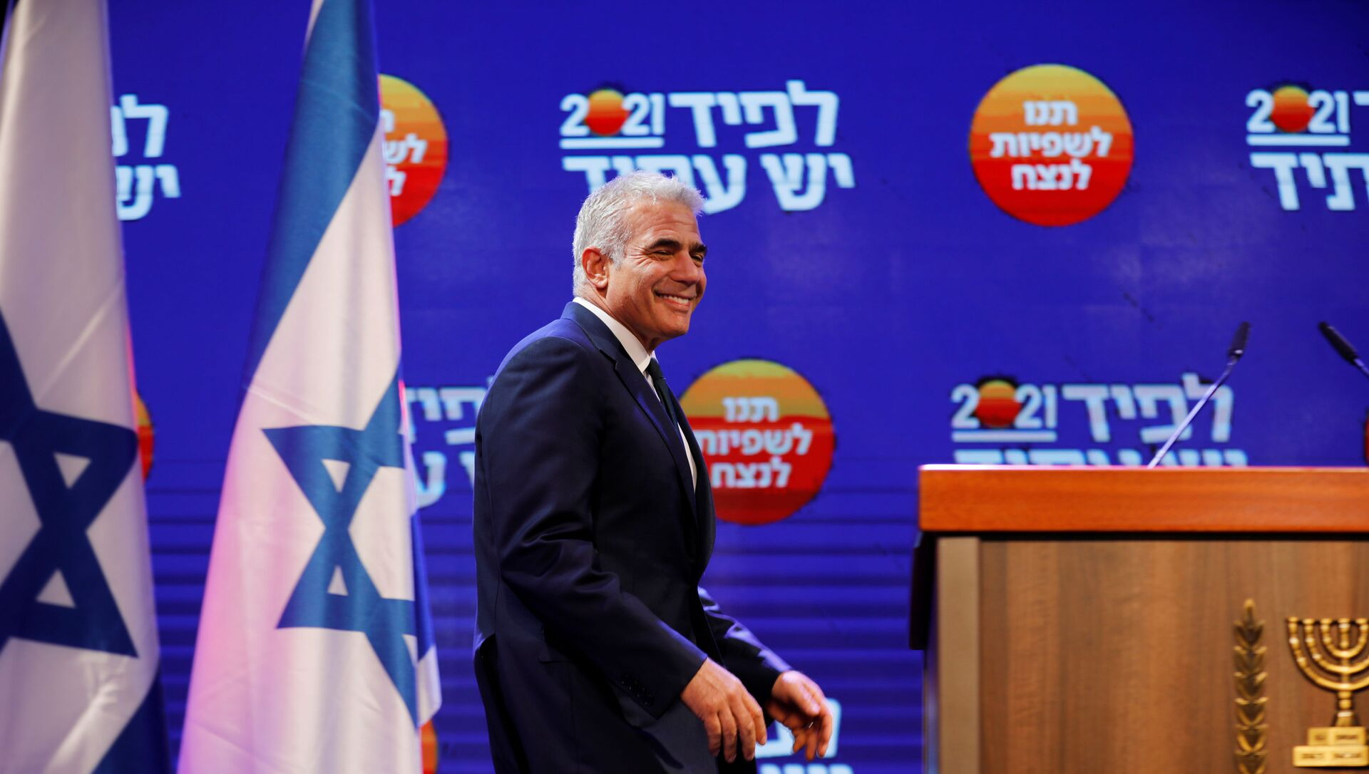 Yesh Atid party leader Yair Lapid walks towards the podium before delivering a speech following the announcement of exit polls in Israel's general election at his party headquarters in Tel Aviv, Israel March 24, 2021.  - Sputnik International, 1920, 19.05.2021
