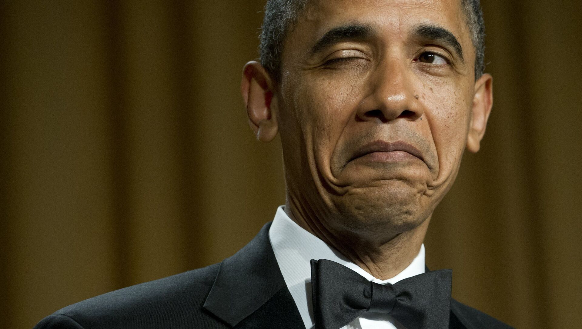 US President Barack Obama winks as he tells a joke about his place of birth during the White House Correspondents Association Dinner in Washington, DC, April 28, 2012. The annual event, which brings together US President Barack Obama, Hollywood celebrities, news media personalities and Washington correspondents, features comedian Jimmy Kimmel as the host.  - Sputnik International, 1920, 02.08.2021