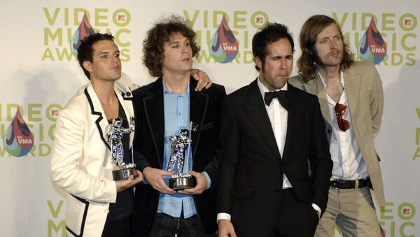 The Killers display the best new artist in a video award they won at the MTV music video awards in Miami 28 August 2005 for their song Mr. Brightside. - Sputnik International