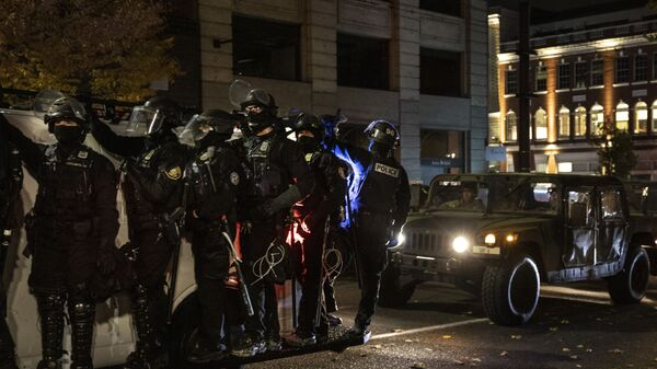 Police join the national guard during protests following the Nov. 3 presidential election in Portland, Or. Wednesday, Nov. 4, 2020. - Sputnik International